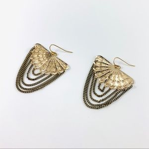 Jewelry - NWOT Gold Fan Earrings